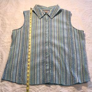 Women's Croft & Barrow button up sleeveless shirt